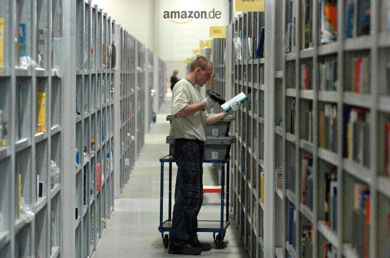 Jeff Bezos is watching you: Amazon patentiert Armband zur Überwachung von Mitarbeitern