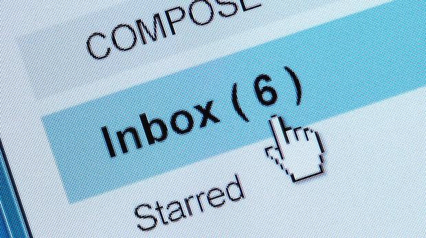 Mehr Mails denn je: Soziale Netze sind schuld