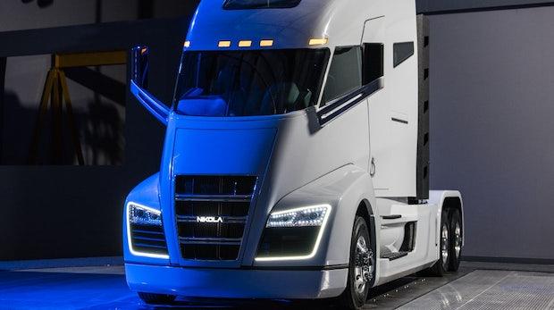 Nikola: Dieser E-Truck mit Wasserstoff-Tank soll über 1.900 Kilometer weit kommen