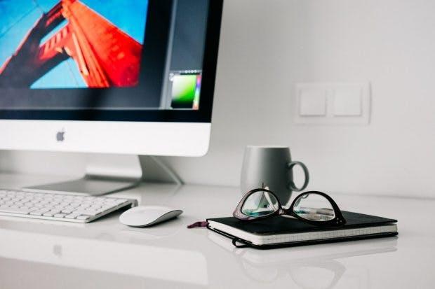 Auch ein Arbeitsplatz sollte minimalistisch sein. (Bildquelle: Pixabay)