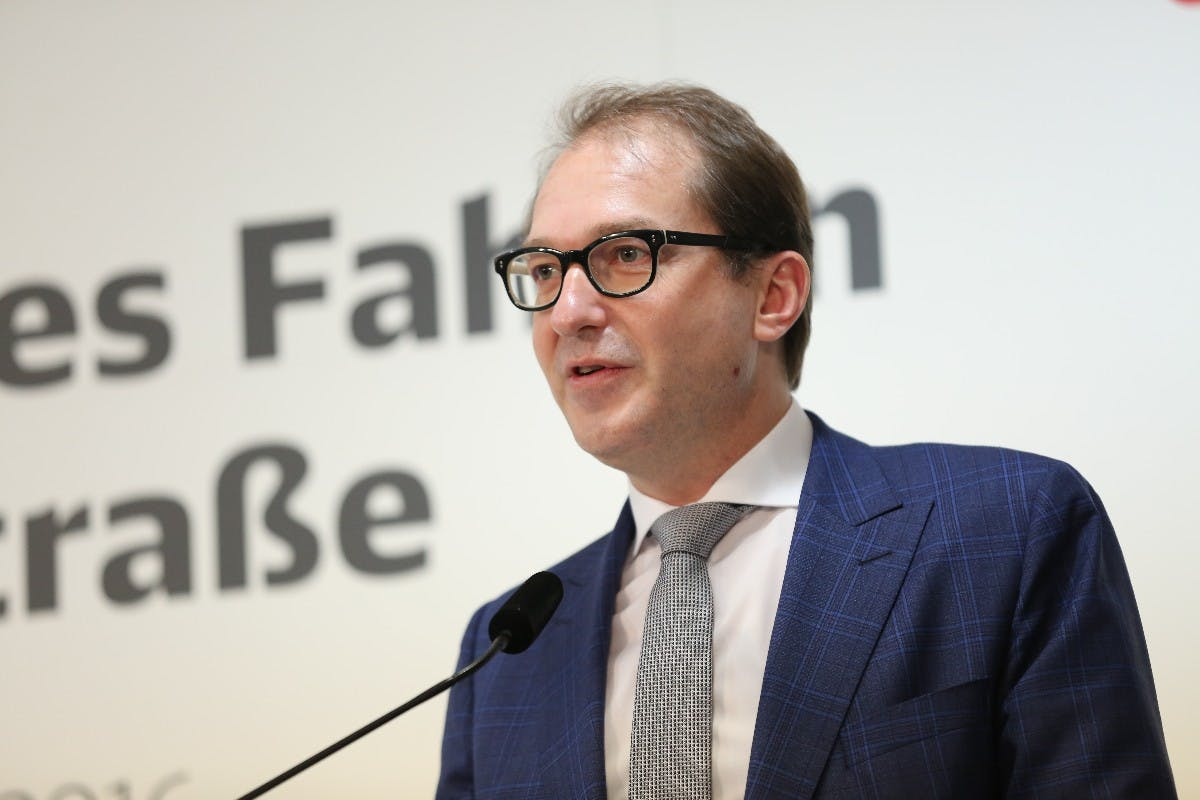 Verkehrsminister Dobrindt fordert WLAN auch in Regionalzügen
