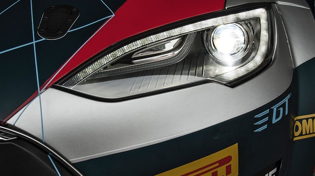 Dieses aufgemotzte Tesla Model S schafft es in nur 2,1 Sekunden von 0 auf 100