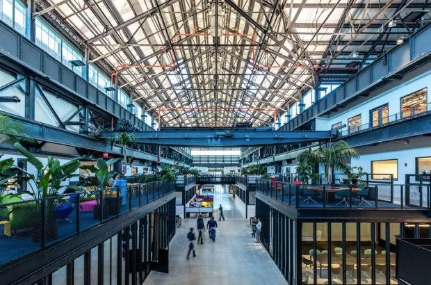 Moderne Co-Working-Spaces in historischen Gebäuden: New Lab – New York.