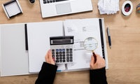 Endlich flüssig: Diese Factoring-Anbieter bezahlen deine Rechnungen