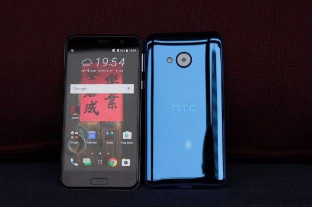 Das HTC U Play ist recht schick, durch das vorinstallierte Android 6.0 ist es leider nicht auf dem aktuellen Stand. (Foto: t3n)