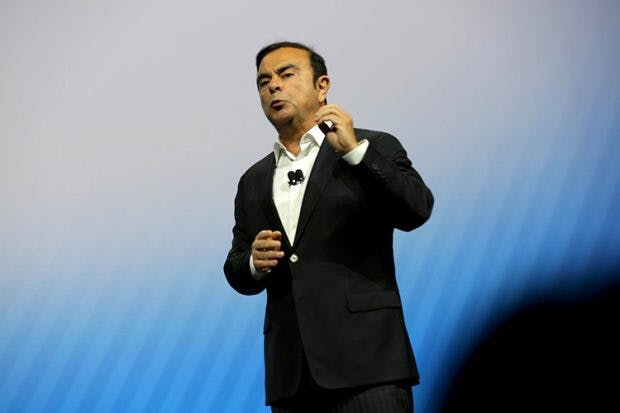 Cloud-Plattform für vernetzte Fahrzeuge: Nissan-CEO Carlos Ghosn zeigt auf der CES 2017 die ersten Ergebnisse der Zusammenarbeit mit Microsoft. (Foto: Nissan Motor Corporation)