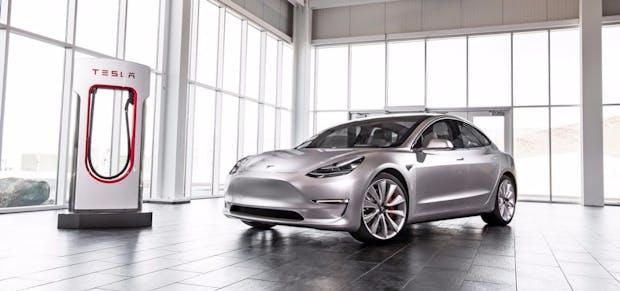 Tesla macht Model 3 mit europäischen Schnell-Ladesäulen kompatibel