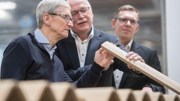 """""""Ich liebe das!"""": Apple-Chef Tim Cook begeistert von deutscher Tischlerkunst"""