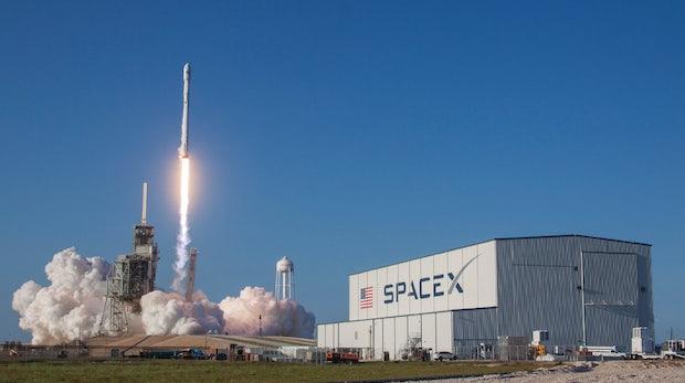 Space X will ab 2020 Breitband-Internet per Satellit anbieten