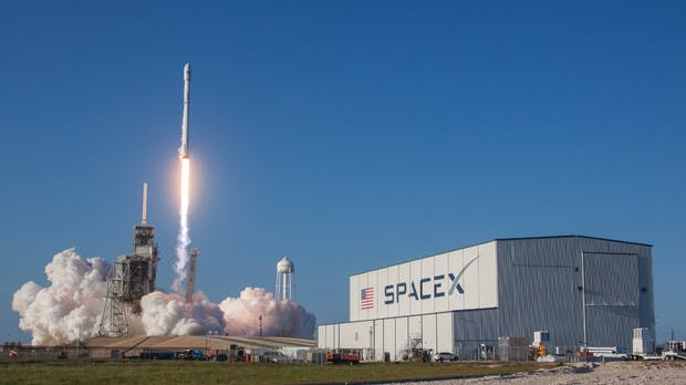 Space X will ab 2020 Breitband-Internet per Satellit anbieten