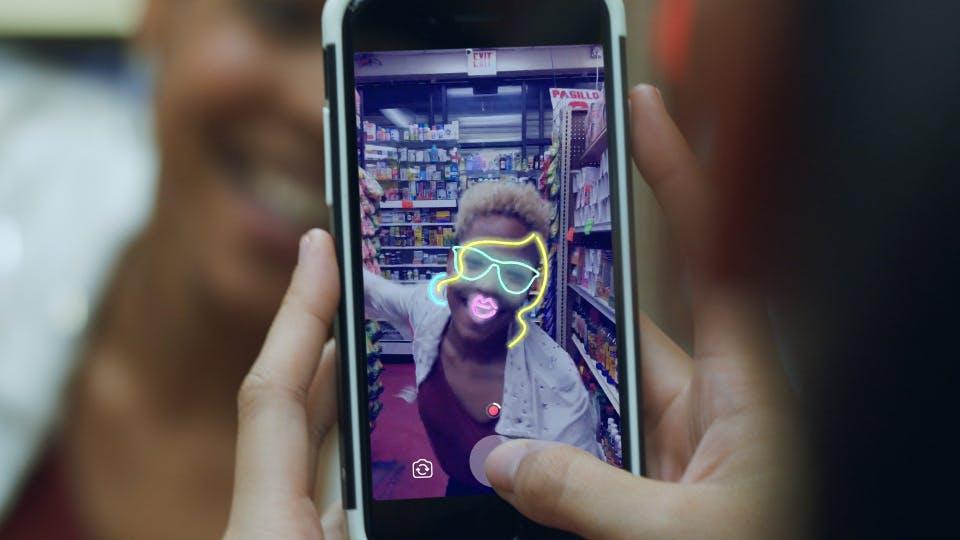 Facebook stattet jetzt auch die reguläre App mit Snapchat-artigem Feature aus