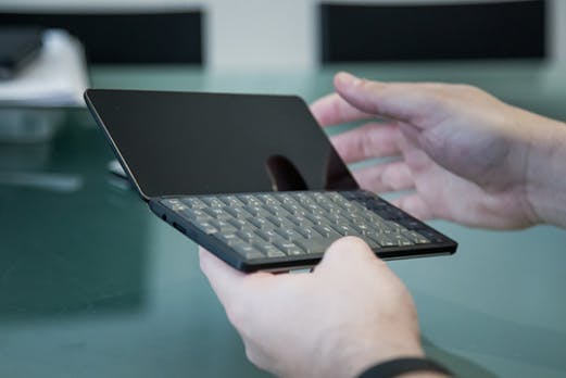Comeback des PDA: Startup zeigt schickes Mobilgerät mit Volltastatur
