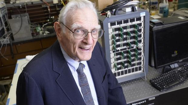 94-jähriger Li-Ion-Akku-Erfinder präsentiert neue Schnelllade-Technologie