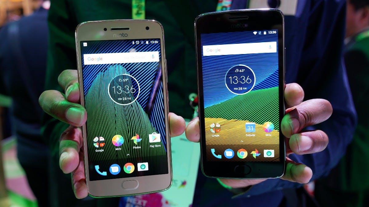 Moto G5 Plus neben Moto G5 (links). (Foto: t3n)