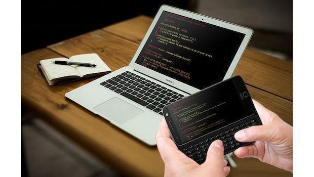 Das Moto Z könnt ihr bald mit Slide-out-Tastatur  nutzen. (Bild: Livermorium)