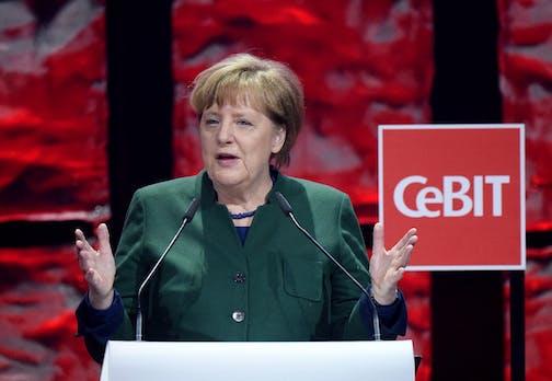 Merkel zeigt sich vom langsamen Tempo der Digitalisierung genervt