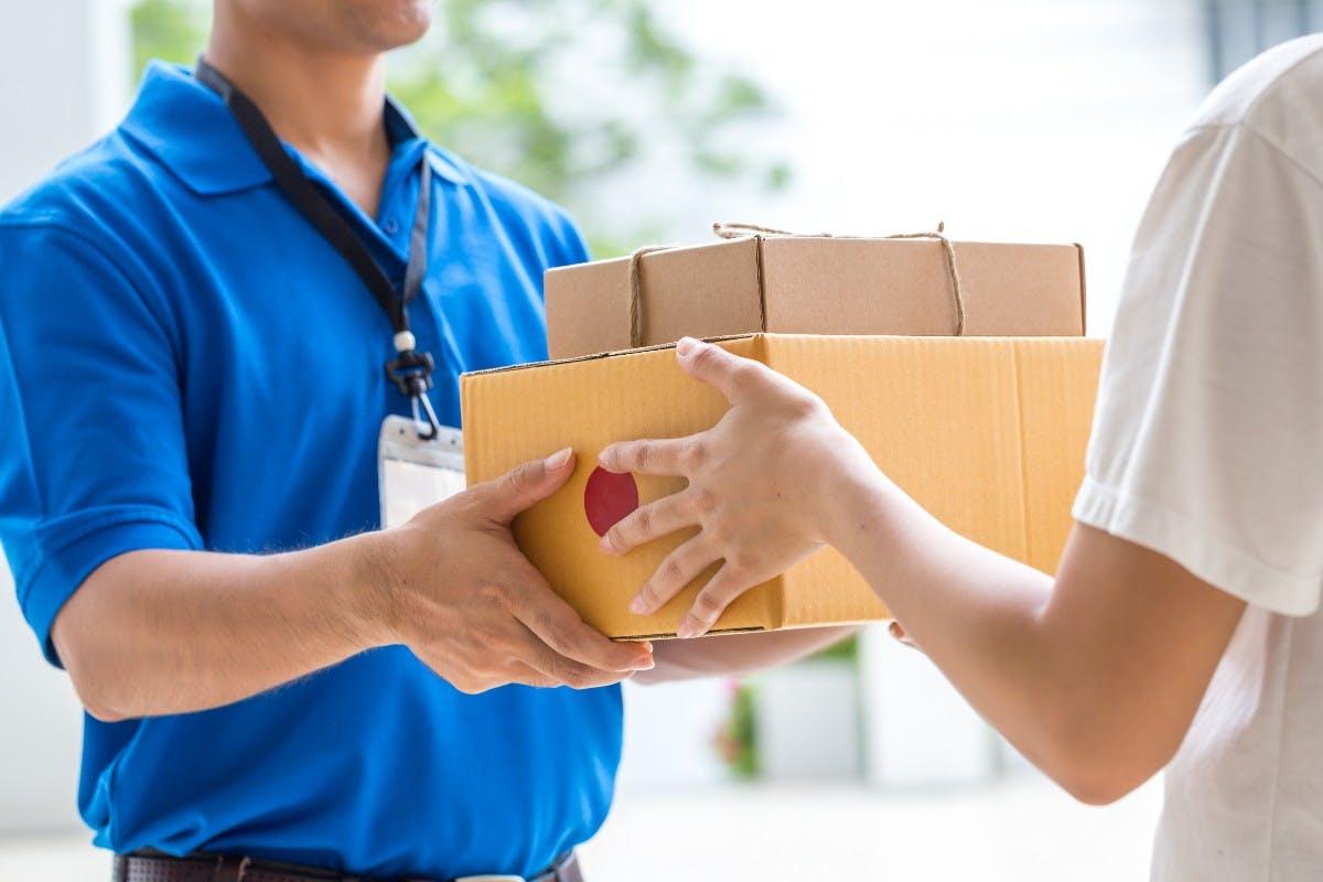 Schnell Weihnachtsgeschenke bestellen: Den Paketdiensten geht das Personal aus