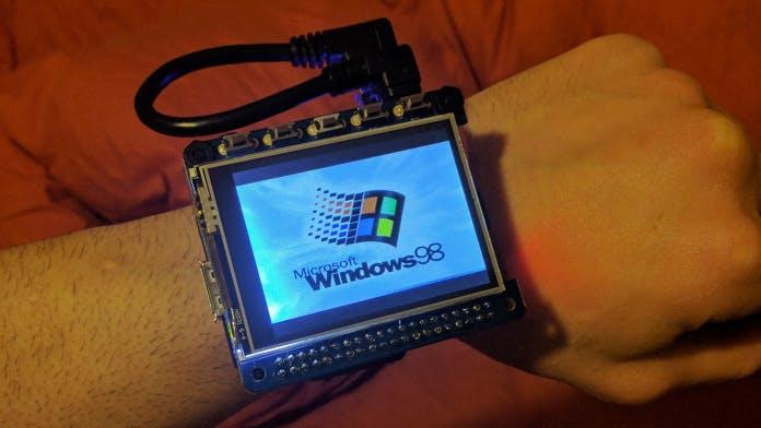 Retro-Smartwatch: Bastler bringt Windows 98 ans Handgelenk