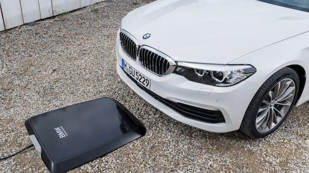 BMW 530e iPerformance: Neuer Plug-in-Hybrid kommt mit Drahtlos-Ladetechnik