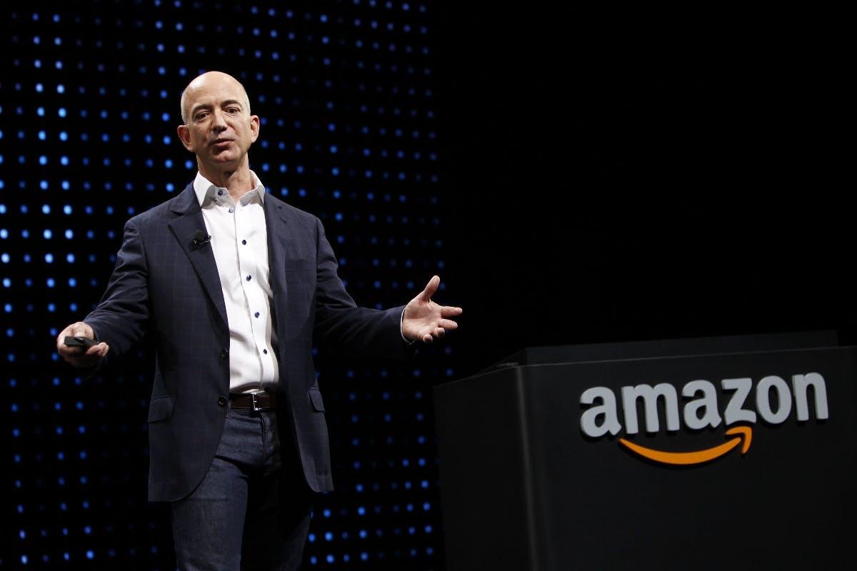 """""""Hör auf, Vergewaltiger zu finanzieren"""": Weinstein-Opfer wendet sich an Jeff Bezos"""