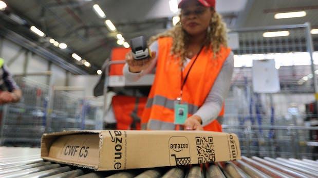 Amazon-Mitarbeiter erhalten eine Prämie, wenn sie sich nicht krankmelden