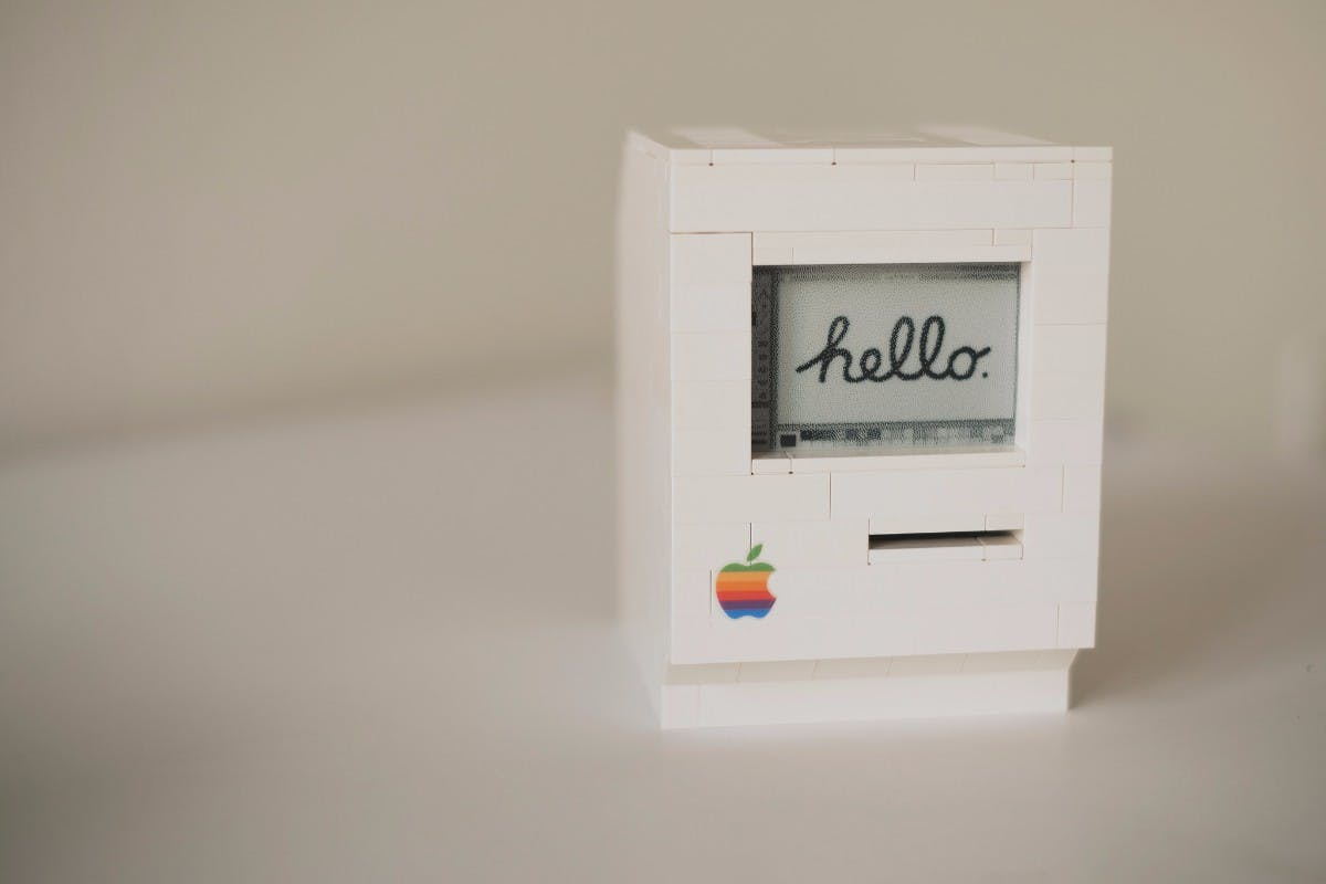 Berliner Entwickler baut Lego-Macintosh – mit Raspberry Pi und Docker