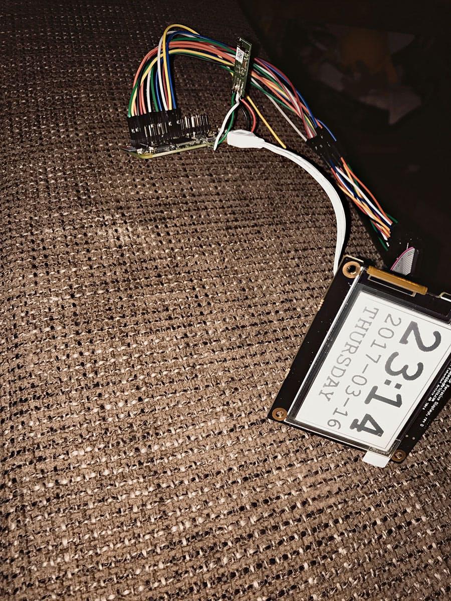 Hermanns hat ein WLAN-Modul an den Raspberry Pi Zero gelötet – die W-Version des Zero ist eleganter.  (Foto: Jannis Hermanns/flickr – CC BY 2.0)