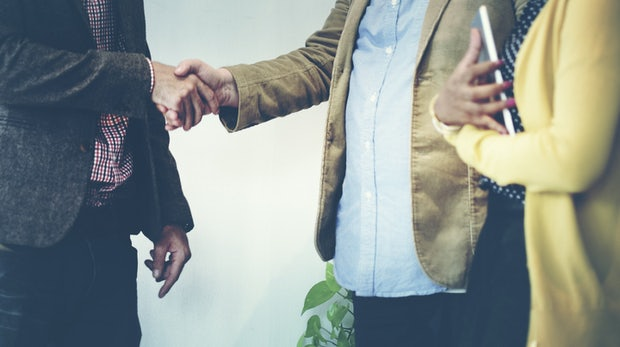 So gehen Gründer in die Kooperation mit Konzernen – nicht alles, was Gold ist, glänzt