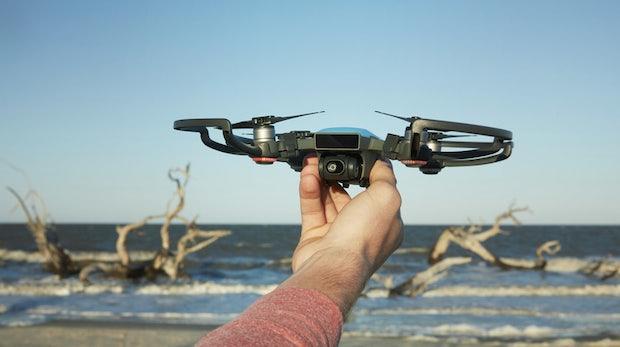 DJI Spark: Neue Mini-Drohne lässt sich per Handbewegung steuern