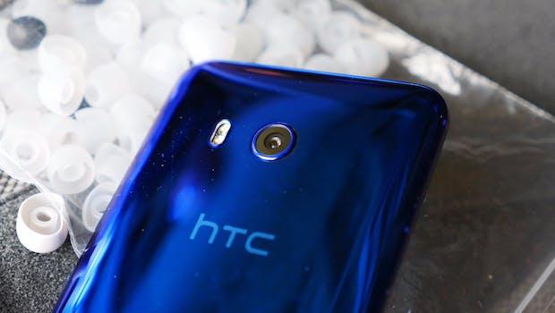 Die Kamera des HTC U11 ragt kaum aus dem Gehäuse heraus. (Foto: t3n)