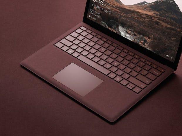 Alcantara statt Metall: der Rahmen um das Keyboard vom Microsoft Surface Laptop besteht aus einem ungewönlichen Material. (Bild: Evleaks)