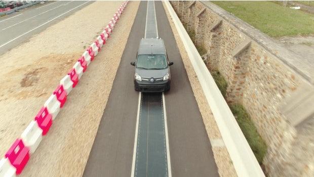Die Teststrecke im französischen Versailles ermöglicht das Aufladen von Elektroautos während der Fahrt. (Foto: Qualcomm)