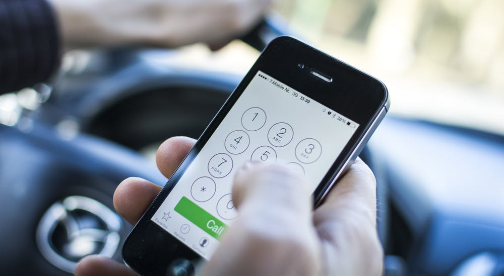Wer am Steuer telefoniert, könnte künftig sofort den Führerschein verlieren