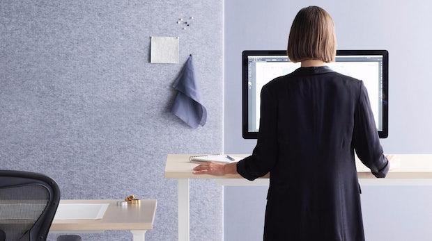 dieser smarte schreibtisch vom mbeldesigner schont euren rcken - Herman Miller Schreibtisch
