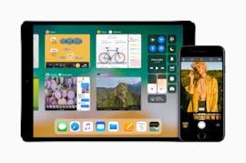 Das vom Mac bekannte Dock kommt unter iOS 11 auch aufs iPad. (Bild: Apple)