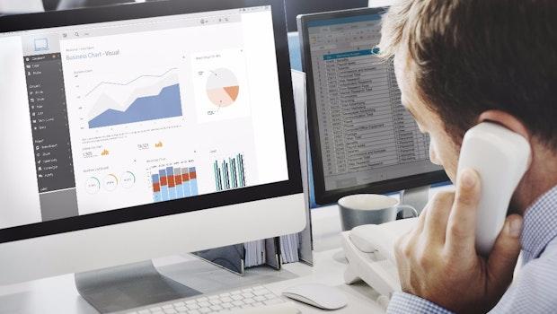 Nutze ich effiziente Software?  1. Haben meine Mitarbeiter mobil Zugriff auf wichtigste Unternehmensdaten wie CRM, ERP und Business-Intelligence? 2. Gibt es ein Software-Tool wie Slack, mit dem die interne Kommunikation effizienter werden kann? 3. Für welche Dinge wird im Unternehmen Microsoft Excel eingesetzt? Gibt es eine bessere Software?  4. Gibt es On-Premise-Lösungen, die in eine Public Cloud ziehen könnten?  (Foto: Rawpixel.com Adobe Stock)