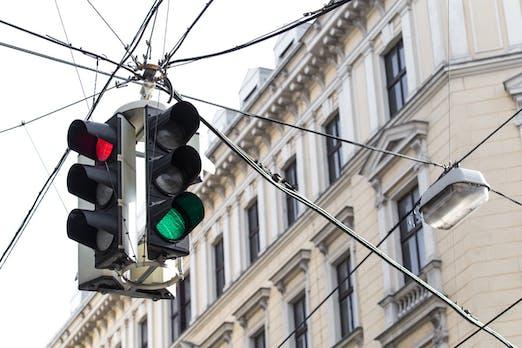 Die Deutsche Bahn will uns nie mehr an roten Ampeln warten lassen
