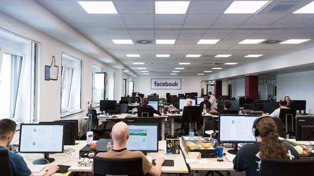 """Alltag im Facebook-Löschteam: """"Nach der ersten Enthauptung geheult"""""""