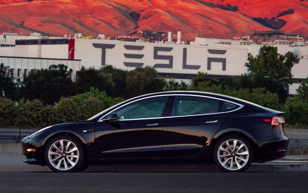 Tesla Model 3 mit zwei Motoren für Juli geplant