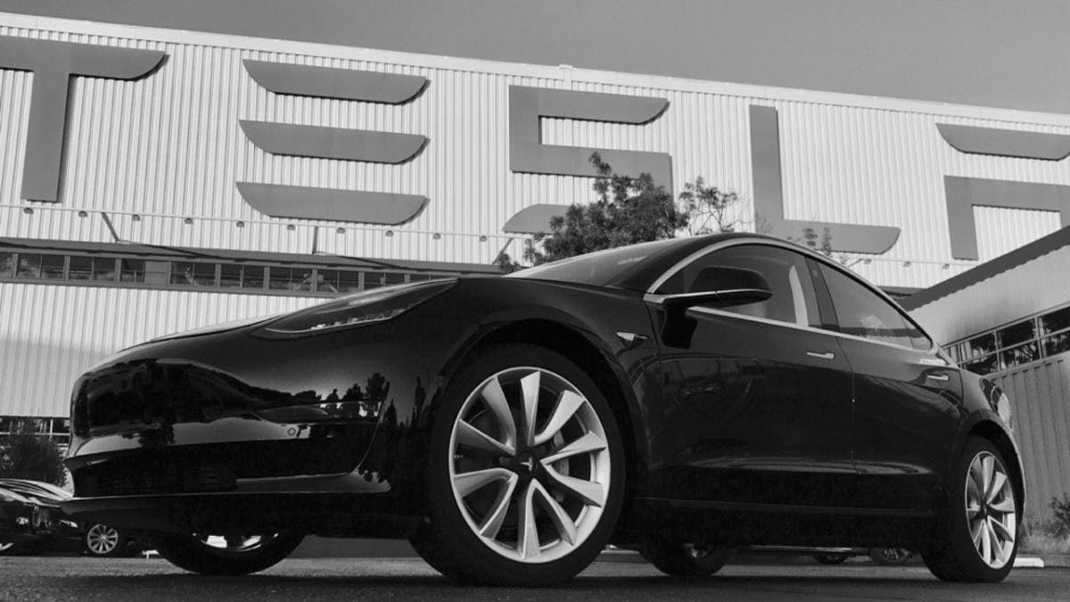 Tesla setzt Model-3-Produktion aus