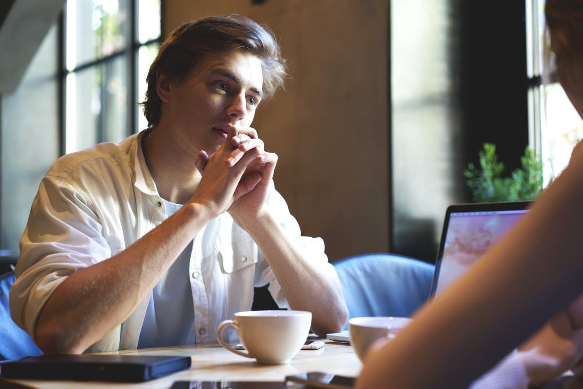 Wer redet, lernt nicht: Warum Führungskräfte einfach mal die Klappe halten sollten