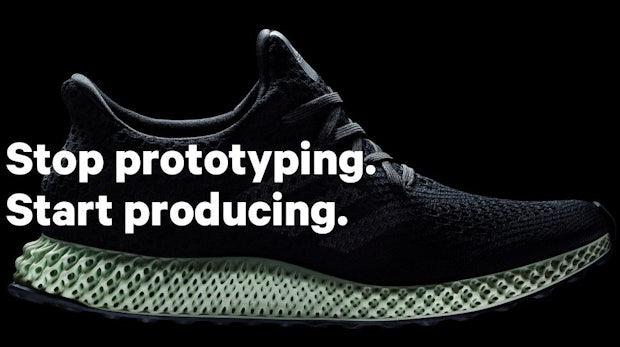 differently fc11b af2f7 Automatisierte Sneaker-Fabrik Adidas startet Serienfertigung eines Schuhs  aus dem 3D-Drucker