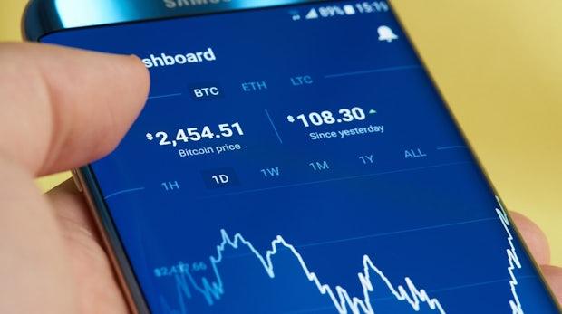Furcht vor Regulierung: Bitcoin-Kurs bricht um 20 Prozent ein