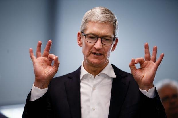 Cook rät von der Abschaltung der iPhone-Drosselung ab. (Foto: dpa)
