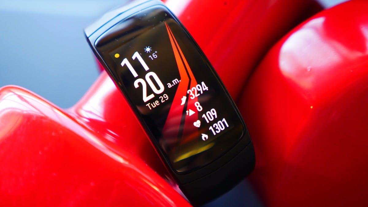 Samsung Gear Fit 2 Pro: Fitnesswatch mit GPS und Spotify-Offline-Funktion