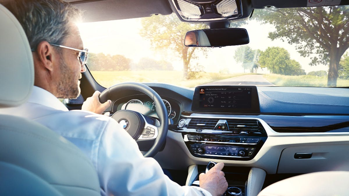Alexa inside: BMW integriert Amazons digitale Assistentin ab 2018 in seine Autos