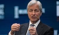 """JP-Morgan-Chef nennt Bitcoin """"Betrug"""" – Kryptowährung rutscht auf tiefsten Stand seit drei Wochen"""