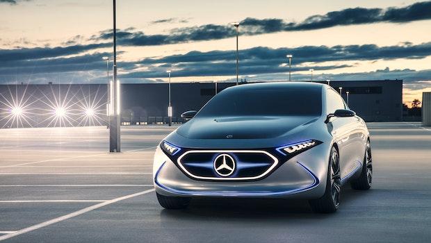 Auch für die Kompaktklasse hat Daimler mit dem Mercedes EQA ein erstes Konzept im September 2017 präsentiert. Das kompakte Elektroauto soll bis zu 400 Kilometer mit einer Batterieladung fahren. Die Elektromotoren an der Vorder- und Hinterachse sollen zusammen eine Leistung von über 200 Kilowatt liefern. (Bild: Daimler)