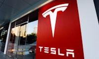 Tesla gibt neue Aktien aus und will zwei Milliarden Dollar einsammeln