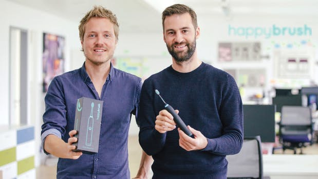 Happybrush: Diese Gründer attackieren das Zahnbürsten-Kartell